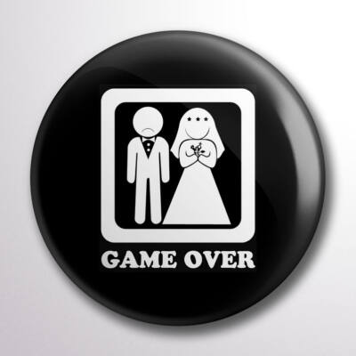 Game over kitűző fekete