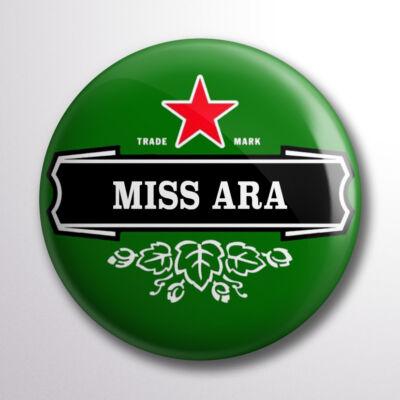 Miss Ara sörös kitűző