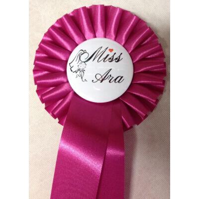 Pink szalagos fátylas virágos miss ara kitűző
