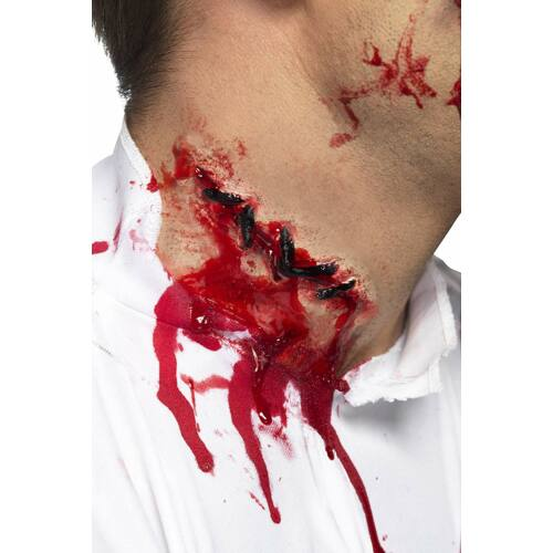 Varrott véres nyaki műseb